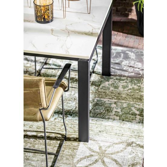 Dekton Tischplatte mit lackiertem Stahlgestell