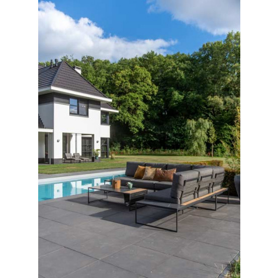 Patio platform center with 2 cushions