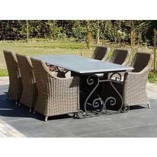 Klassischer Gartentisch aus hartem Stein mit Fuß aus Schmiedeeisen