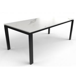 Dekton Esstisch mit Marmoroptik und Tischgestell aus beschichtetem Stahl
