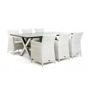 Moderner Gartentisch aus Edelstahl mit luxuriösen Gartenstühlen