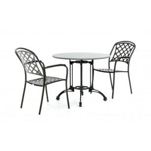 Granit-Bistro mit klassischen Stühlen