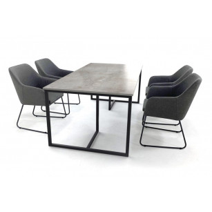 Dekton-Esstisch mit Gestell aus beschichtetem Stahl und Sunbrella stühlen