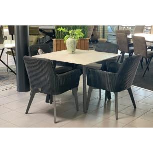 Quadratischer Dekton-Gartentisch mit Lisboa-Gartenstühlen