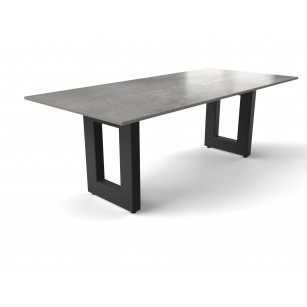 Robuster Esstisch mit Betonplatte von Dekton