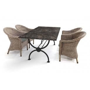 Granit-Gartentisch mit klassischem Rondo-Tischgestell und wunderschönen Korbstühlen von 4SO