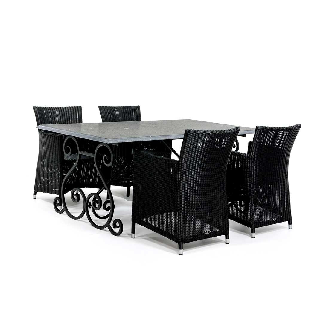 Kalkstein Gartentisch mit Korbstühlen