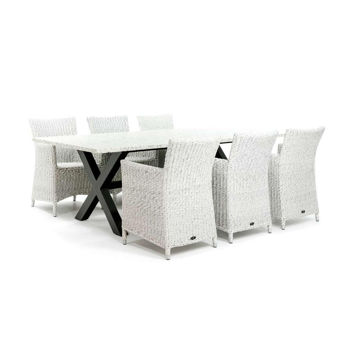 Moderner Gartentisch mit Geflecht Stühlen