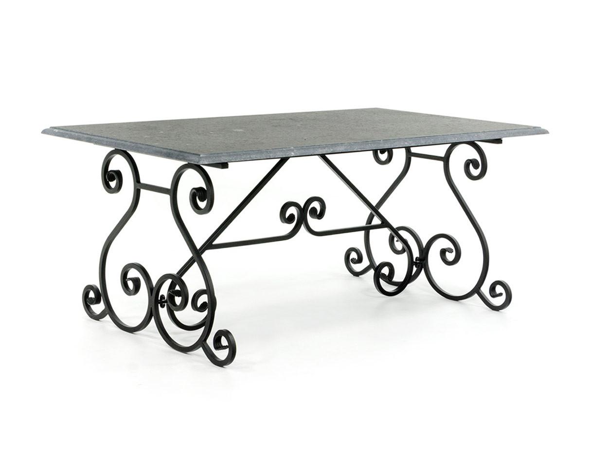Kalksteingartentisch mit schmiedeeisernem Tischgestell