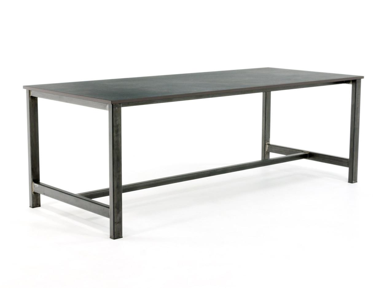 Industrieller Tisch mit Dekton Tischplatte