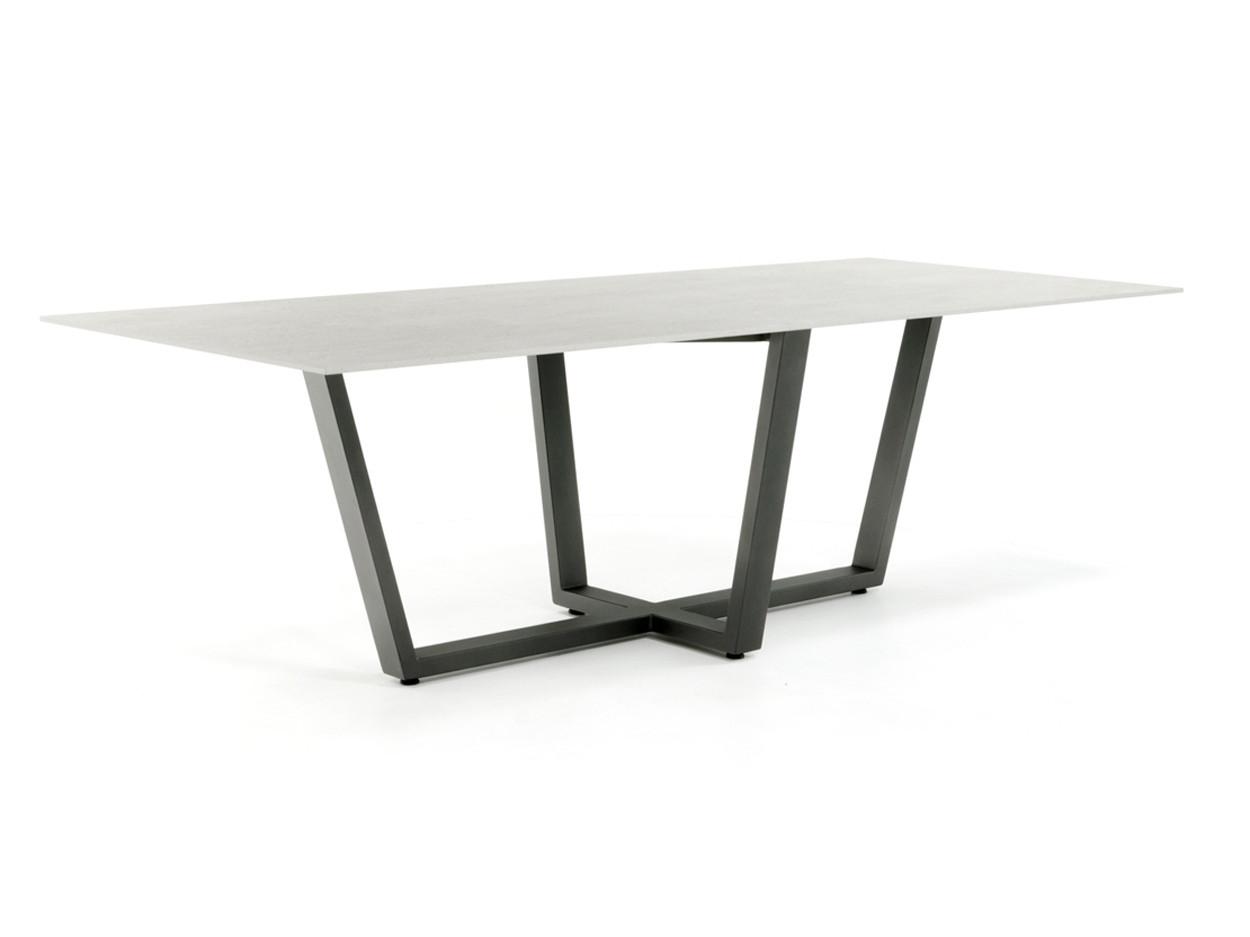 Dekton Tischplatte 12mm Keon Betonoptik mit industriellem Tischgestell