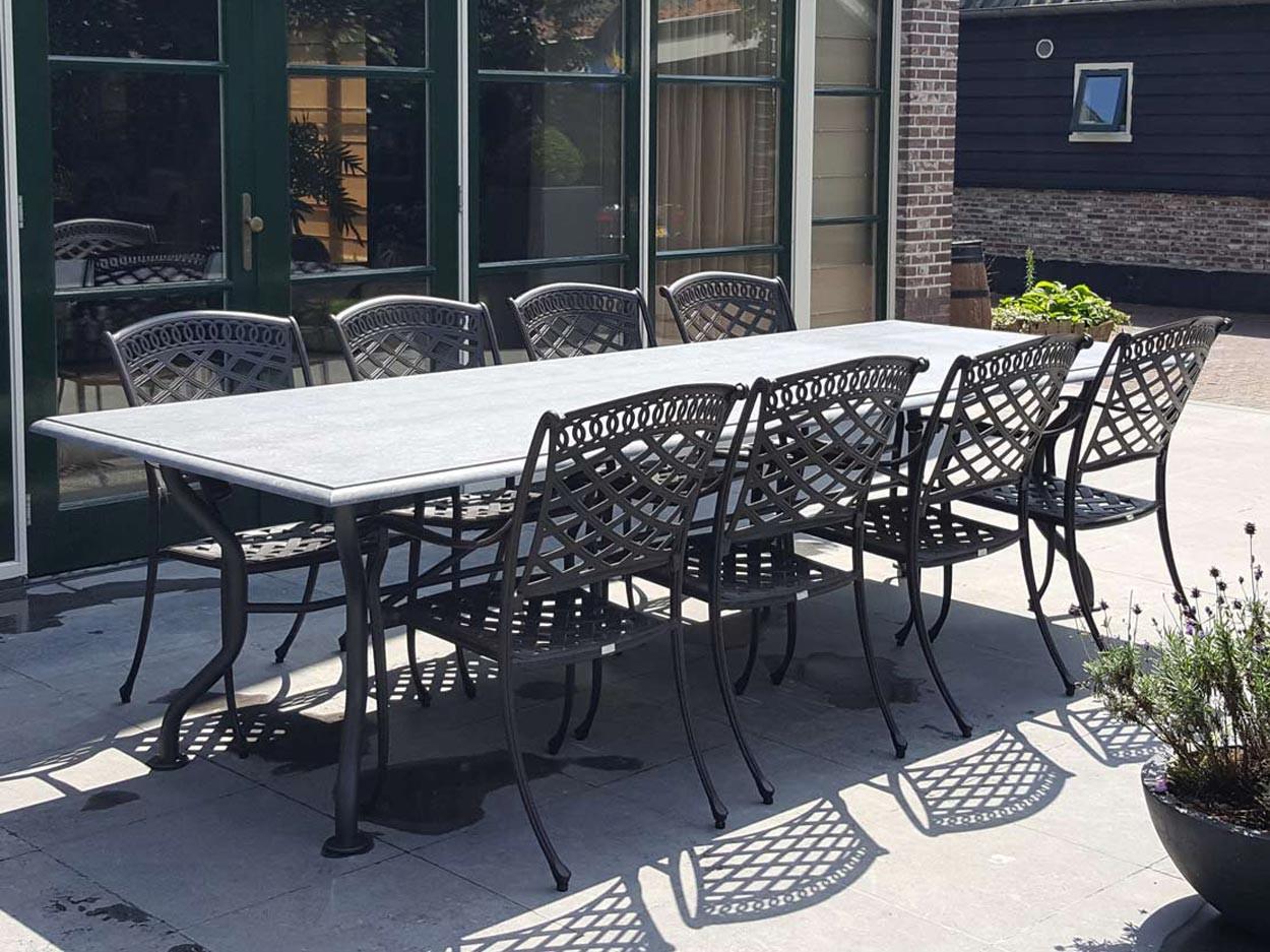 Belgischer Kalkstein Gartentisch mit Papageienschnabel Kantenbearbeitung
