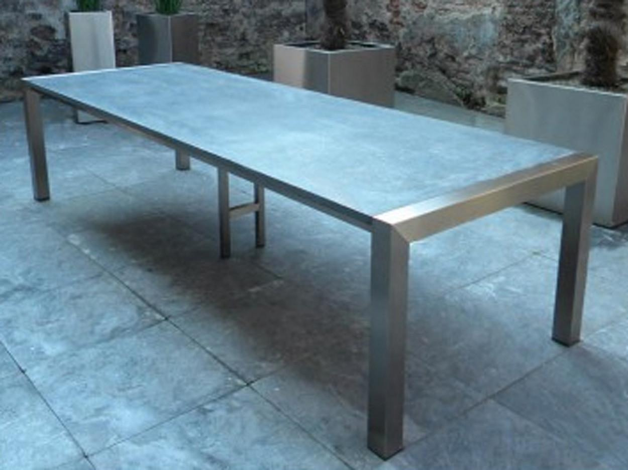 Gartentisch aus Edelstahl mit belgischer Kalkstein-Tischplatte