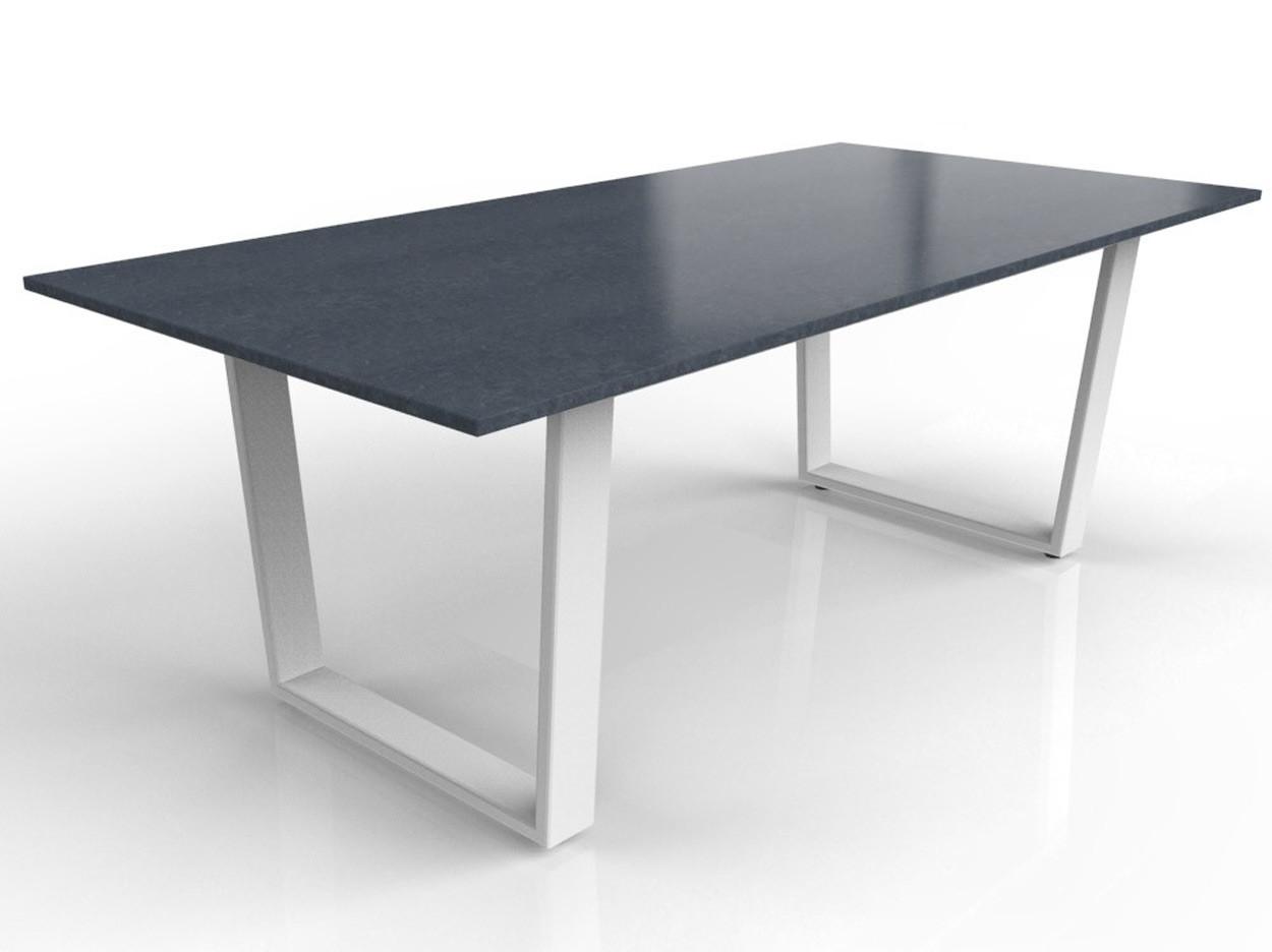 Nero Assoluto Tischplatte mit weiß beschichtetem Savona Gestell