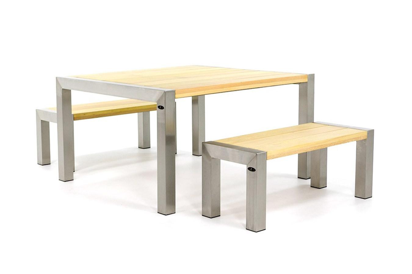 Gartentisch und Bänke aus Edelstahl mit Holzplatte