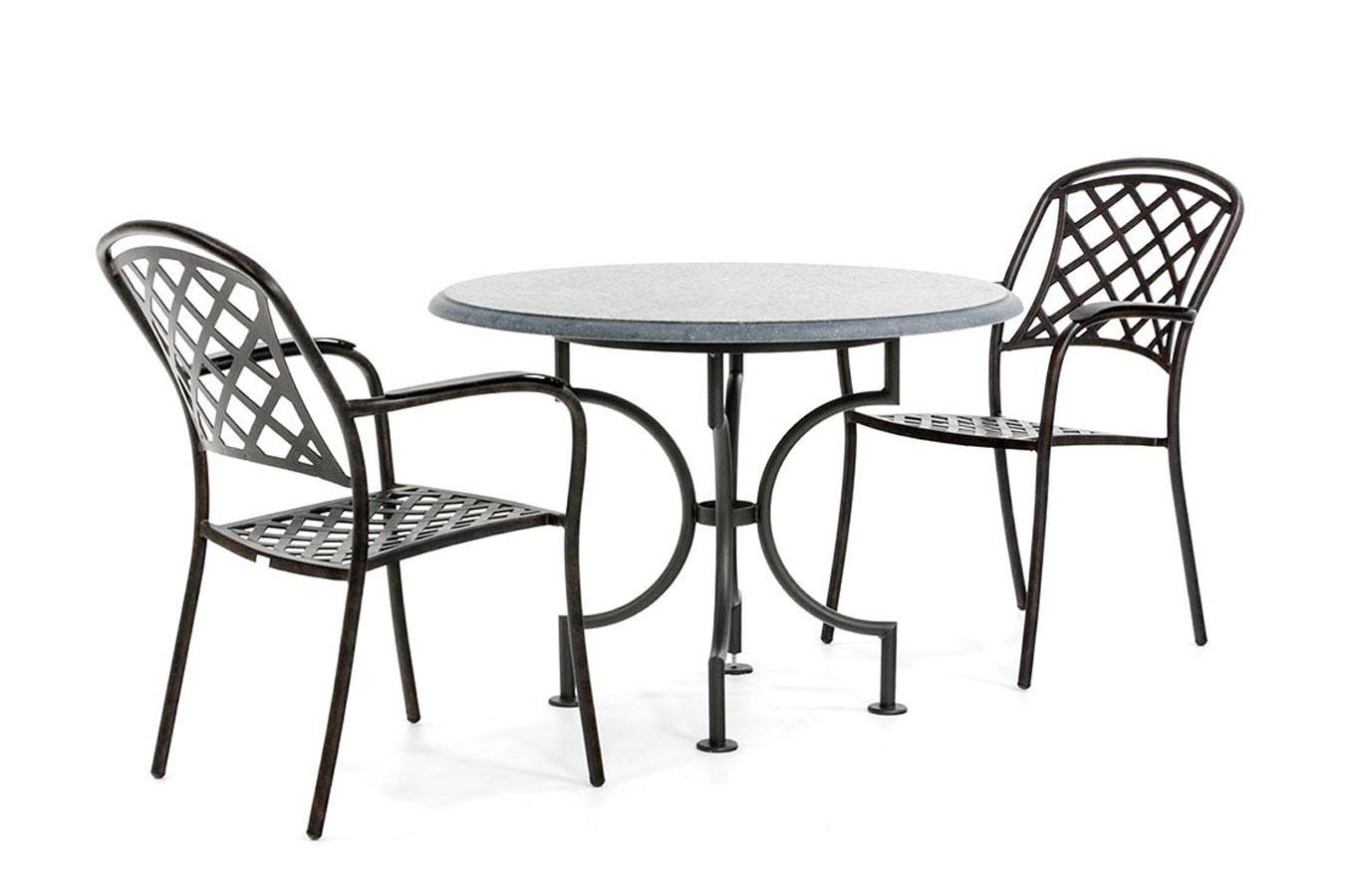 Kalksteingartentisch mit Stahlgestell