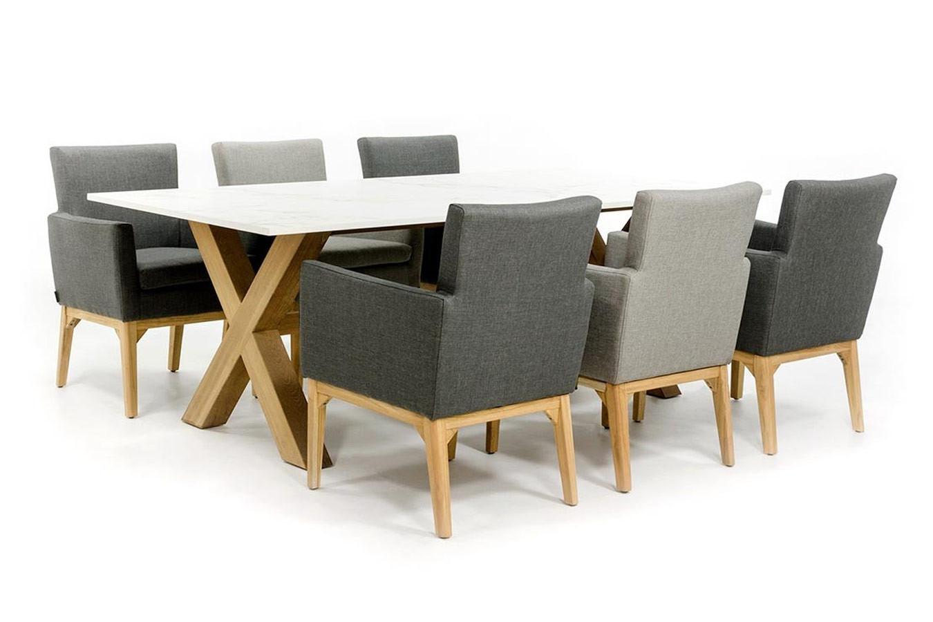 Dekton Tisch mit Teakholzgestell und Stühlen