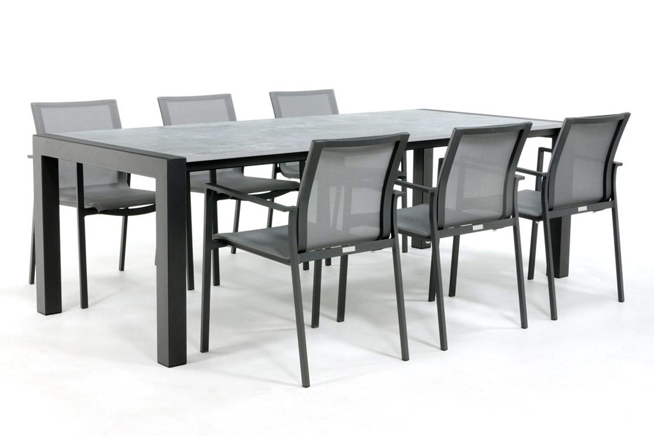 Industrieller Esstisch mit Orix Dekton Tischplatte und Tischplatte aus Stahl