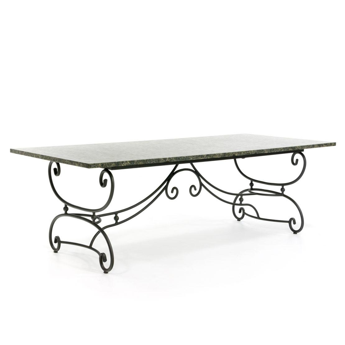 Klassischer Gartentisch mit authentischer Platte